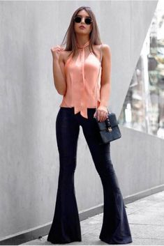 Cute pink top with black pants and bag Diva Fashion, Look Fashion, Fashion Outfits, Pretty Outfits, Beautiful Outfits, Cool Outfits, White Pants Fashion, Flare Jeans Outfit, Work Looks