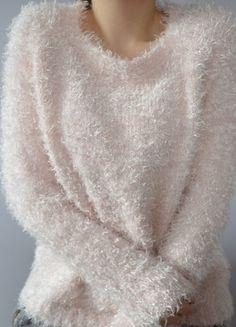 Kup mój przedmiot na #vintedpl http://www.vinted.pl/damska-odziez/dlugie-swetry/8032037-wlochaty-sweterek-misiu-pudrowy-roz-fluffy-puszyste-wlochate-wlochacz-kudlate