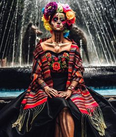 The famous festival celebrated in Mexico. Full of colourful costumes and face painting. Sugar Skull Costume, Sugar Skull Art, Theme Halloween, Halloween 2019, Halloween Make Up, Vintage Halloween, Dead Makeup, Skull Makeup, Scouting