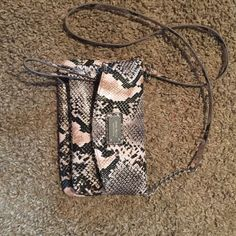 Nine West Snakeskin Purse Nine West purse that has barely been used. Looks brand new with no signs of wear. It has one main pocket and two smaller ones that zip! Nine West Bags Crossbody Bags