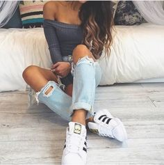 Cute outfit w Adidas super star sneakers
