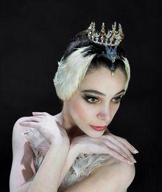 Swan Lake hair/ makeup                                                       … Tutu Ballet, Ballet Dancers, Ballet Art, Ballet Makeup, Swan Lake Costumes, Swan Lake Ballet, Ballerina Project, Ballerina Poses, Paris Opera Ballet