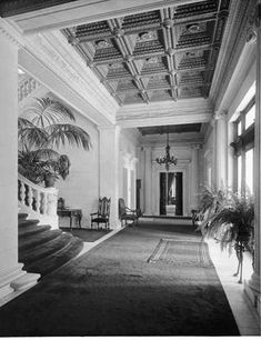 New York Apartments, New York Homes, Westbury New York, American Mansions, Mansion Interior, Long Island Ny, Witch House, Amazing Buildings, 5th Avenue