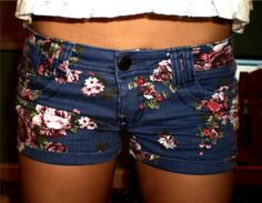 I really like this spin on the floral-printed bottoms. Entirely floral jeggings seem a bit much. In Ohio at least.