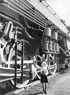 Very high steam engine locomotive train and very short boy Orient Express Train, Old Steam Train, Railroad History, Old Trains, Vintage Trains, Bonde, Train Pictures, Train Engines, Steam Engine