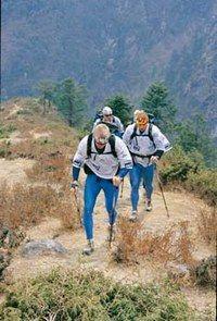 Equipement nordic walking - Marche, randonnée, walking - Pour l'équipement vestimentaire, c'et le même que pour le Walking, à quelques différences près : -Les bâtons, appelés Nordic Sticks, sont spécifiques. Ils se caractérisent par une poignée ergonomique...