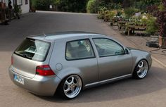 Comeback in aktualisiertem Gewand: VW Golf IV Tuning von Sven Schulz Vw R32 Mk4, Golf Mk4 R32, Radios, Golf Stance, Golf 4, Vw Cars, Vw Volkswagen, Cool Cars, Comebacks