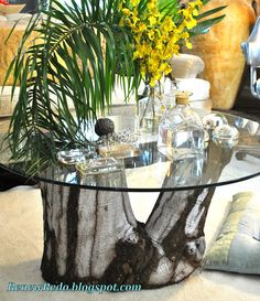 Glass top tree stump table - going to make this & use it as my new dining room table!