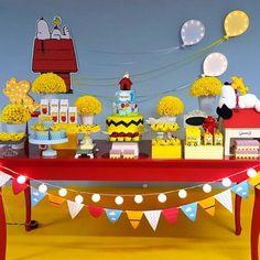 """106 curtidas, 2 comentários - Por Catiane Jappe (@amaislindafesta) no Instagram: """"Bom dia com ess mesa linda do Snoopy Decor @laismedeirosdecor - Festa feita com muito amor pra…"""""""
