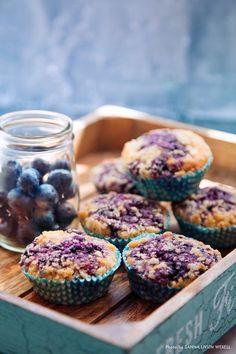 Goda blåbärsmuffins med vaniljströssel på topp. Perfekta att ta med på picknick eller att ha på barnkalaset. #muffins #cupcakes #blåbär #baka #kalas #fika