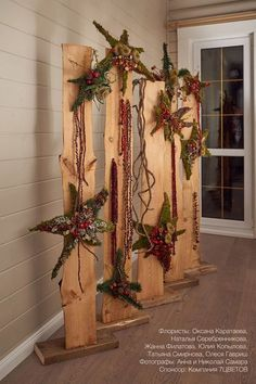 Are you looking for a real eye-catcher for your apartment? These 12 standing decor . - Are you looking for a real eye-catcher for your apartment? These 12 standing decoration pieces are - Christmas Wood Crafts, Christmas Porch, Outdoor Christmas, Rustic Christmas, Winter Christmas, Christmas Ornaments, Art Floral Noel, Front Door Christmas Decorations, Dollar Store Christmas
