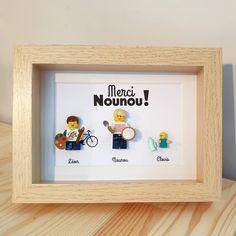 Composez en ligne les figurines de votre cadre de remerciements Lego ! Découvrez les Portraits de Felie ! #Cadeau #Merci #Lego #Nounou #LesPortraitsdeFelie #enfants Point D'interrogation, Frame, Home Decor, Lego Frame, Thanksgiving Messages, Family Portraits, Father's Day, Pets, Frames