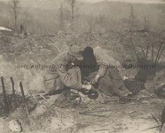 BU-F-01073-1-08767 Primul război mondial. Soldaţi mâncând pe front, s. d. (sine dato) (niv.Document) Wwi, First World, Troops, Romania, World War, Mount Rushmore, History