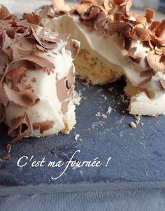 """Le """"Merveilleux"""" par Pierre Marco l'initiative. Une meringue coiffée d'une crème fouettée. Plusieurs variations de parfum possibles. Ici au café et noisettes torréfiées."""