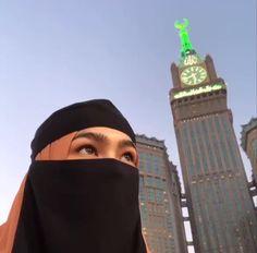 Nak pesan. . Jangan dengki dengan kehidupan orang lain. Yakin dengan aturan Allah. Allah pasti dah tetapkan yang terbaik untuk kita. Hijab Niqab, Muslim Hijab, Ootd Hijab, Hijab Outfit, Arab Girls Hijab, Muslim Girls, Muslim Couples, Muslim Women, Niqab Fashion