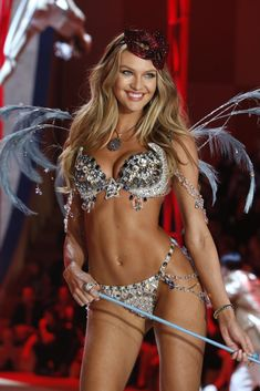 Candice Swanepoel in the Victoria's Secret Fashion Show 2012. This is just too glamorous!