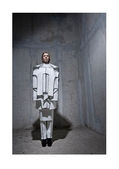 Wearable Sculpture with black edged, layered construct - fashion as art; experimental fashion design by Peter Movrin Geometric Fashion, 3d Fashion, Weird Fashion, Fashion Details, Womens Fashion, Fashion Design, Fashion Trends, Textiles, Structured Fashion