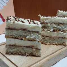 Prajitura cu blat de cocos si crema de mascarpone Romanian Desserts, Romanian Food, Eat Pray Love, Sweets Cake, Pastry Cake, New Recipes, Nutella, Lidl, Cheesecakes