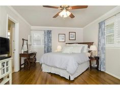 Classic guest room // Blue and white // Crisp, clean decor