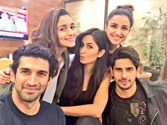 Alia Bhatt, Katrina Kaif, Parineeti Chopra, Sidharth Malhotra and Aditya Roy Kapur posted a stunning selfie before taking off for their US Dream Team tour. The gang will be performing at Huston, and then they will be performing in other US cities. Bollywood Celebrities, Bollywood Actress, Roy Kapoor, Alia And Varun, Parineeti Chopra, Anushka Sharma, Movie Dates, Dubai City, New Gossip