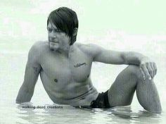 Mmm 2 sleep, 2 smile, 2 slip headlong into wonderful dreams of my faraway beautiful friends and sweet reedus love