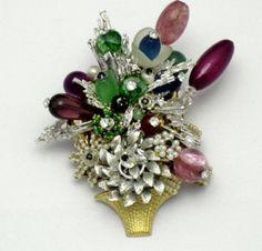 STANLEY-HAGLER-Crystal-Pearl-Rhinestone-Gilt-Flower-Basket-Brooch-Pin-3-5