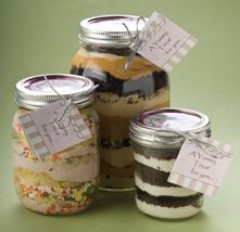 Mmmm, cupcakes in a jar!! YUMMY