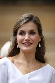 Queen Letizia of Spain Photos Photos - Queen Letizia of Spain arrives at the Weston Library during a State visit to the UK by the King and Queen of Spain on July 14, 2017 in Oxford, England. This is the first state visit by the current King Felipe and Queen Letizia, the last being in 1986 with King Juan Carlos and Queen Sofia. - State Visit of the King and Queen of Spain - Day 3