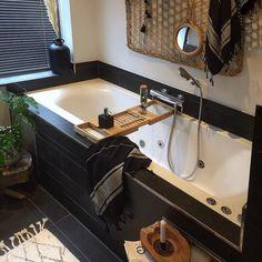 #badkamer #badkamerinspiratie Corner Bathtub, Interior Design, Bathroom, Instagram, Nest Design, Washroom, Home Interior Design, Interior Designing, Full Bath