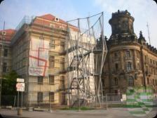 Ausstellung von Constanze Hohaus im Kulturrathaus Dresden Holzsteine lautet der Titel eines Anfang diesen Jahres entstandenen thematischen Bilderzyklus der Dresdner Künstlerin Contanze Hohaus, der ab 15. April 2015 im Kunstfoyer im Kulturrathaus zu sehen sein wird. Ausgehend von einem konkreten Seherlebnis fertigt Constanze Hohaus vorzugsweise thematische Bilderzyklen.