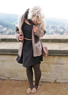 Thrifty Throwback Thursday: Omas Wolljacke | Ninutschkanns.com #thriftythrowbackthursday #outfit #ootd #autumnstyle #coat #strick #cardigan #past #vintagestyle #look #littleblackdress
