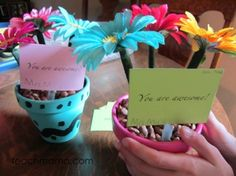 how to make super-easy, beautiful flower pens - End of school teacher gifts.
