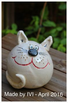 Garden ball made of ceramic, even pottery! Made by IVI 2016 Garden ball made of ceramic, even pottery! Made by IVI 2016 Pottery Animals, Ceramic Animals, Clay Pot Crafts, Rock Crafts, Kids Clay, Pottery Handbuilding, Ceramic Wall Art, Hand Painted Plates, Pottery Sculpture