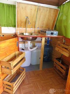 Nos gusta fabricar nuestros propios muebles, pero más nos gusta reutilizar objetos como estas cajas de fruta