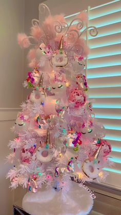 56 Cute Pink Christmas Tree Decoration Ideas You Will Totally Love Pink Christmas Tree Decorations, Cool Christmas Trees, Xmas Tree, Christmas Themes, Christmas Holidays, Christmas Wreaths, Holiday Decor, Rainbow Christmas Tree, Unicorn Birthday