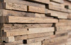 Wir bieten sowohl professionelle Schreinerarbeiten als auch Holzmontagen und übernehmen für Sie Planung, Fertigung, Lieferung und Montage – Alles aus einer Hand.