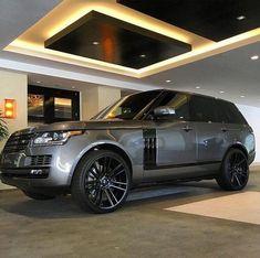 Range Rover - garage interior concept for home coded dissimilitude - Bigger Luxury Lamborghini Aventador, Luxury Garage, Luxury Suv, Range Rover Sport, Range Rovers, Range Rover White, Suv Cars, Car Car, Carros Suv