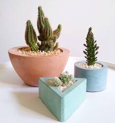 Cement Art, Concrete Crafts, Concrete Art, Concrete Planters, Cement Design, Flower Planters, Flower Pots, Boutique Decor, Stone Crafts