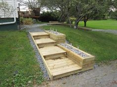 driveway side steps with beach rock bed/pathway lights Large Backyard Landscaping, Modern Backyard, Landscaping With Rocks, Garden Yard Ideas, Garden Projects, Backyard Ideas, Garden Planters, Landscape Stairs, Landscape Design
