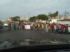 En el #EstadoAnzoátegui #Venezuela se producen #Saqueos y #Protestas por #Hambre debido a #Escasez de #Alimentos y falta de poder de compra de la población ||| @CESCURAINA/Prensa en Castellano en Twitter ...