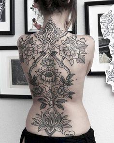 50 Pretty Tattoo Designs Ideas For Women - Tattoo & Piercings - Lotusblume Tattoo, Backpiece Tattoo, Shape Tattoo, Body Art Tattoos, Tatoos, White Flower Tattoos, Black And White Flower Tattoo, Flower Tattoo Designs, Tattoo Designs For Women