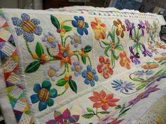 Christy Hemstead's appliqued quilt found on Steven Lennert FB, pattern is Stars in the Garden by Piece O'Cake. Beautiful!