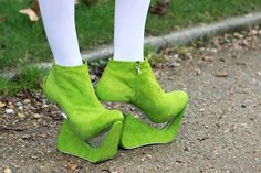 OMFG, these are so FUGLY that they made me just laugh my a** off when I saw them on a shoe blog!!! HA HA HA!!! They're REAL! They're like ELF shoes gone ab-so-fking-lutely screaming MAD! Now honestly, who would be crazy enough to wear such things, except as part of a Halloween or Christmas elf costume? HA HA HA HA ROTFLMAO!