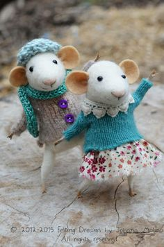 Mouse couple in knit sweaters