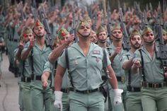 Fundada en 1920 por Jose Millan Astray como tercio de extranjeros la Legion española fue en su origen una copia de la Legion de extranjeros de Francia, se trataba de crear una unidad profesional para luchar en la guerra del Rif.