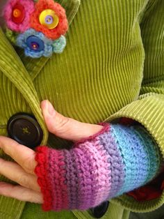 I'm gonna make my own wrist warmers before next winter hits. I love these!