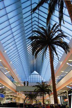 Unicentro. Año de construcción: 2005. Bogotá, Cundinamarca, Colombia. Cliente: Unicentro Opera House, Spaces, Building, Shopping Center, Architecture, Houses, Buildings, Construction, Opera