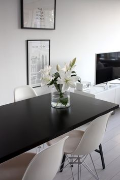 Homevialaura | kitchen | dining space | white lilies | Eames DSR chair