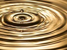 Shoot the goutte - - Photo macro de gouttes d'eau Photo Macro, Gold Aesthetic, Zen Meditation, Shades Of Gold, Texture, Cool Wallpaper, Oceans, Belle Photo, Water