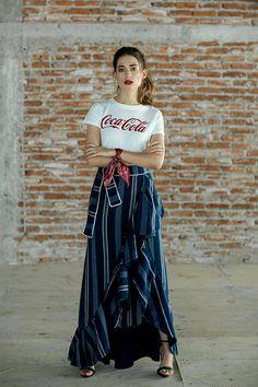 Playera de Coca-Cola, falda Efraín Mogollón